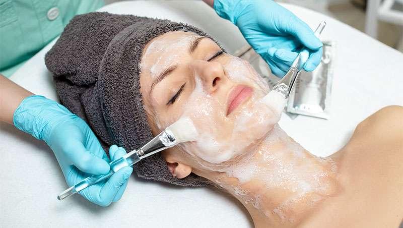 Exfoliación de la piel en nuevo concepto estetica avanzada