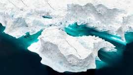 Ha nacido una nueva profesión y un valor añadido para la esfera de la belleza y la salud. Los cazadores de icebergs proliferan, obteniendo y envasando agua de glaciar para su ingesta o utilización cosmética