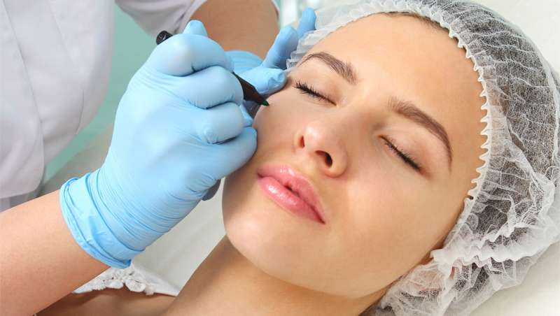 Chica medicina estética facial