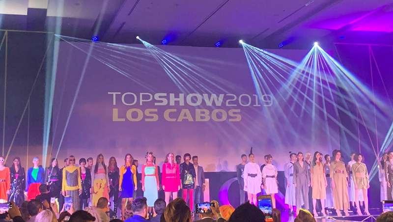 Escenario Top Show Revlon
