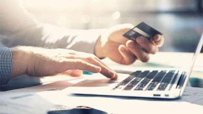 Los españoles compran cosmética y perfumes on-line mientras trabajan