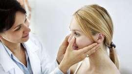 Permite limar y movilizar los huesos nasales respetando los tejidos blandos y sin apenas incisiones para conseguir corregir las estructuras óseas de la nariz, dándole forma y mejorando su perfil