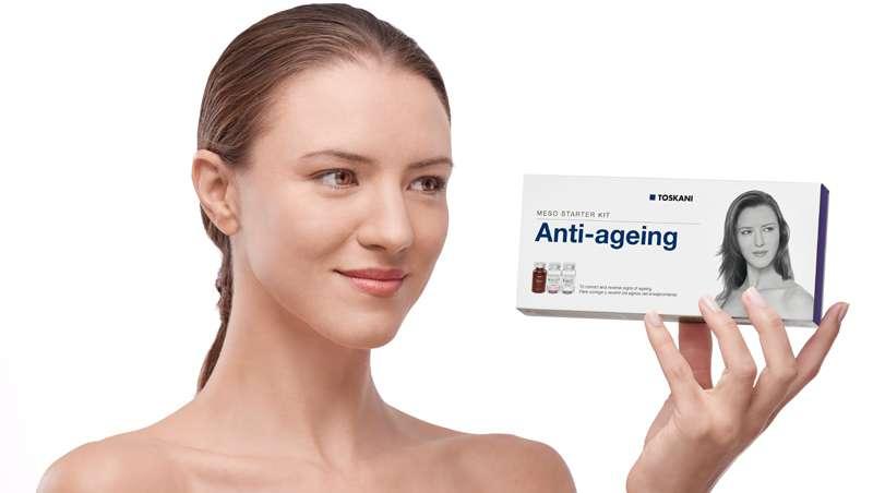 Mujer con Anti-ageing Meso Starter Kit