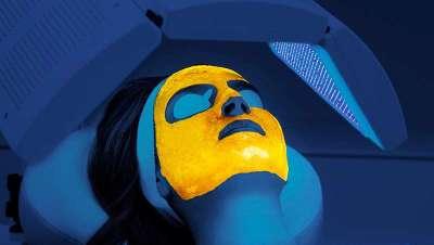Dr. Estebaranz: 'La fluorescencia elimina de forma efectiva e indolora las lesiones en el acné adulto'