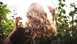 Que não te enganem, nem te deixes enganar. Se te interessas por cabeleireiro ecológico, interessa-te descobrir quais são os produtos de verdade e serviços comprometidos com o planeta. A corrente de consumo que move o futuro do mercado