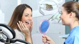 Las láminas de porcelana feldespáticas ultrafinas (0,-2 0,3 mm de espesor) requieren una mínima preparación del diente, y un tallado imperceptible