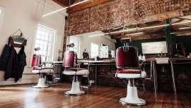 Buena parte de las barberías de Buenos Aires abren hasta pasada la medianoche, fines de semana incluidos, para llenar caja y no bajar la persiana