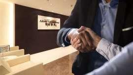 Sin hacer públicos los detalles del acuerdo, Advent, famosa inversora, ha anunciado la compra de la marca para la protección y reparación del cabello Olaplex. Ambas partes han expresado su satisfacción y expectativas de futuro