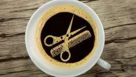 Somam legiões, os champôs de cafeína ocupam as estantes de salões e revolucionam a oferta dos cosméticos capilares. Cientificamente, o café oferece um parapeito válido contra a queda e até pode chegar a engrossar o cabelo fino