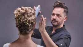 Basadas en el método que lleva su nombre, las novias de  Medialdea adquieren todo y el propio protagonismo, abarcando la naturalidad y la originalidad de las propuestas de este estilista famoso por su tratamiento del cabello y el mundo Wedding