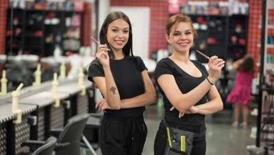 França, atenta nas doenças do cabeleireiro, subvenciona ferramentas e mobiliários seguros