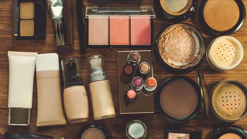 Sanidad advierte y aconseja sobre el uso seguro de los cosméticos