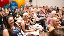 Una de las más importantes citas de la belleza profesional, cosmética y spa con múltiples atractivos, incluido el negocio y la educación de los visionarios del sector