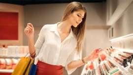 Los españoles, los que más gastan en cosmética en Europa