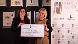 Ana Ribes, presidenta de la Fundación VMV Cosmetic Group ha entregado la recaudación de las ventas del labial de Salerm Cosmetics a la Fundación Stanpa y su programa,
