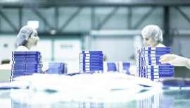 La empresa, fabricante de cosméticos, elabora un plan de contingencia para poner freno a la epidemia y continuar su actividad industrial asegurando las cadenas de suministro, salvaguardando a ésta sus plantillas y la economía