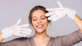 Los guantes mascarilla de Iroha Nature aportan el extra de nutrición e hidratación que las manos necesitan estos días debido al uso de geles desinfectantes