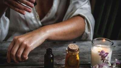 Aceite de árbol de té, desinfectante natural en el hogar y antiséptico para manos
