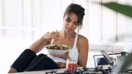 Más del 70% de los jóvenes adoptan una dieta sostenible durante el confinamiento. Así se desprende de un estudio de Upfield, alimentos saludables