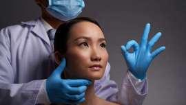 En mitad de la pandemia, los japoneses y japonesas no renuncian a las operaciones de cirugía estética a pesar de las recomendaciones de las autoridades, ante la escasez también en el país nipón de materiales de seguridad higiénico sanitarios
