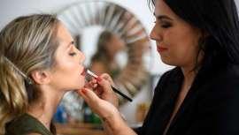 As noivas que tiveram que atrasar a sua boda pelo Covid-19 têm uma sessão de makeup a partir de agora. Descobrimos quais vão ser as tendências em maquilhagem para as bodas da nova normalidade