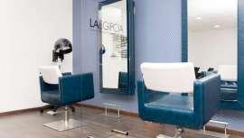 Para tu salón de peluquería, y tus distintos espacios, incluidos manicuras y recepción, llegan las mamparas de cristal templado de seguridad, más seguras, estables y duraderas que las de metacrilato