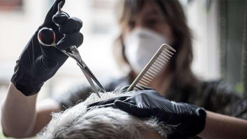 Escasa actividad de las peluquerías en reapertura, amenaza para el sector
