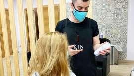 Atenta siempre a cada necesidad, Kin Cosmetics tiene ahora a tu alcance el material de protección que necesitas en el salón de peluquería, línea WeCare, mascarilla incluida