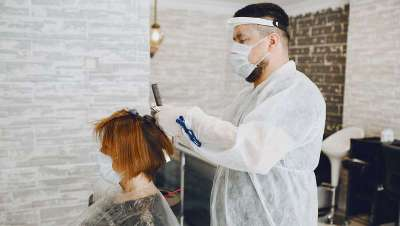 La OCU alerta: ¿Pagar más por la desinfección en peluquería?