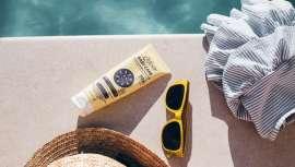 Es un protector solar infantil de ingredientes naturales más respetuoso con la piel de bebé. Cuida y protege de la piel de los más pequeños de la manera más natural