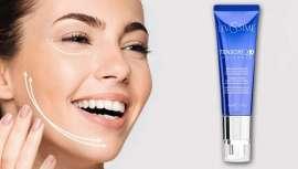 Formulada con coenzima Q10, ácido hialurónico y colágeno, una triple combinación de activos que reduce visiblemente la profundidad de las arrugas y las líneas de expresión