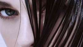 Cosmética capilar que supera las exigencias de un producto de cuidado para el cabello, gracias a su combinación de aceites especiales y sustancias activas altamente eficaces