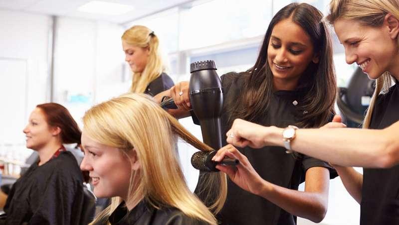 As quatro regras básicas para o recrutamento e permanência do pessoal em cabeleireiro