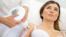 La nueva revolución remodelante para el cuerpo combina la radiofrecuencia resistiva y el masaje activo rotacional a la vez. Además, funde el exceso de grasa, remodela, reduce el contorno y tonifica