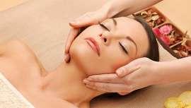 Para o realizar, no centro acrescentam a reflexologia facial ou digitopuntura com técnicas de massagem facial japonesa, um ritual intenso que desbloqueia toda a musculatura da cabeça, o pescoço e a nuca