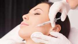 La doctora Cabrera, especialista en Medicina Estética de Clínica Opción Médica, da las bases para que el profesional pueda cuidar mejor la piel del cliente en el centro y la consulta