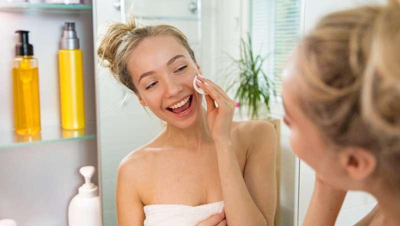 Conselhos para tratar a pele seca danificada pelo roçar das máscaras