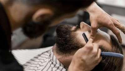 Historia de barberos, a la postre, y por su 'poste', cirujanos reconocidos