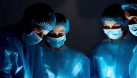 La Asociación resalta la importancia de informarse de la titulación oficial del cirujano y confirmar su especialización en cirugía plástica, reparadora y estética