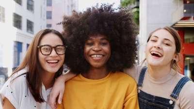 Dénuée, de Montibello, ¡nuevo spot! La coloración que cuida de ti, el cabello y el planeta