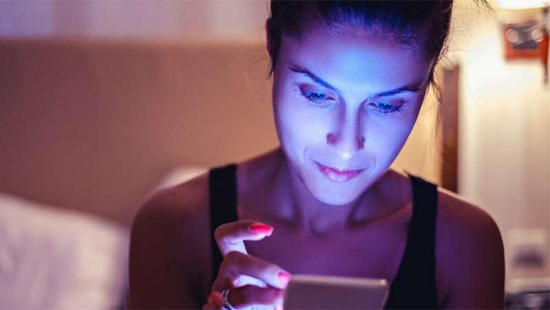 Investigación sobre el impacto de la luz azul en la piel