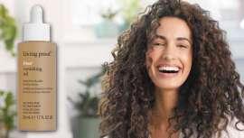 Controla el antiestético problema del frizz en el cabello y lo hace de la forma más natural