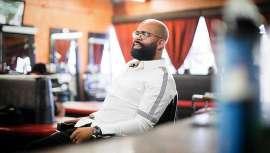 La plataforma incluye clases acerca de cómo hacer barbería sistemática y eficiente, con el formador y embajador de Andis, Kenny Duncan