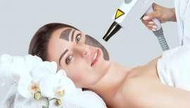 Se consigue una piel más tersa, luminosa y uniforme, reduciendo el tamaño de los poros. También logra rejuvenecer la piel, al difuminar las arruguitas más finas