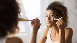 Herpes, alergias, irritações, conjuntivite, acne e até treçolho. As 7 consequências diretas de utilizar um cosmético caducado