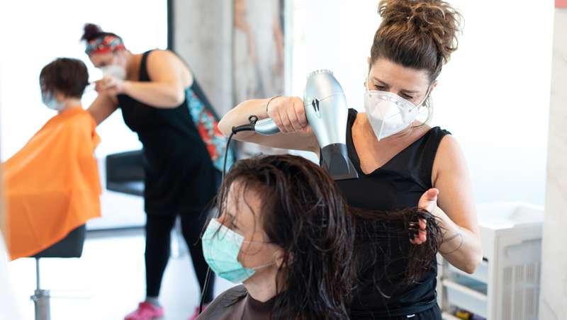 La peluquería y la estética reclaman 150 millones de euros a la Administración