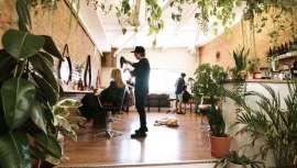 Fundada por expertos en medio ambiente, peluqueros y activistas ecológicos, Green Salon Collective es la autoridad original en sostenibilidad de salones en todo el Reino Unido e Irlanda