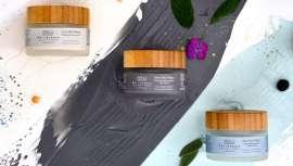 Tres fórmulas veganas e hipoalergénicas aptas para pieles sensibles con texturas cremosas, fragancias naturales y fácil aclarado que ofrecen beneficios purificantes, restauradores, hidratantes y antioxidantes