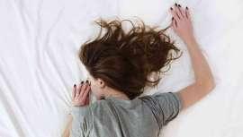Dormir entre 7 u 8 horas es uno de los mejores trucos para estar guapa y joven. Si los métodos tradicionales para conseguir  conciliar el sueño no funcionan, la solución es tomar melatonina
