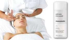 Um microexfoliante que renova a pele, eliminando células mortas, refinando a sua textura e suavizando imperfeições. Um gesto imprescindível, mais necessário ainda com o uso de máscaras que tapam poros, entre outros efeitos